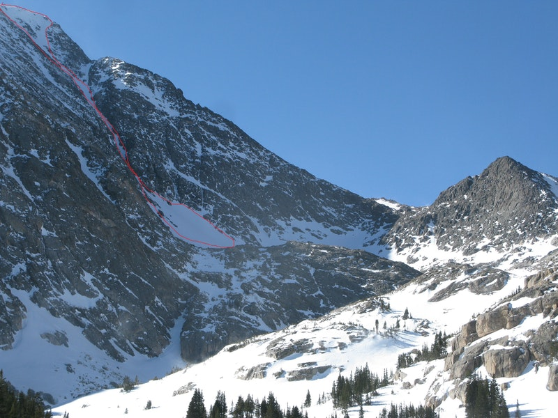 <b>Figure 1:</b> An oblique view of the NE Couloir. The red outline indicates the extent of the avalanche (<a href=javascript:void(0); onClick=win=window.open('https://caic-production.imgix.net/z2qmzz3t42afa520718tsecolvth?ixlib=php-3.1.0&s=a27255e95ab92b57b505c303d54b3340','caic_media','resizable=1,height=820,width=840,scrollbars=yes');win.focus();return false;>see full sized image</a>)